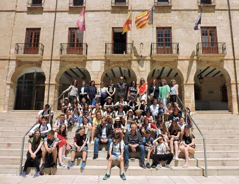"""Foto Recepció als col·legis participants en el projecte educatiu europeu """"The Sun and the Blue"""""""