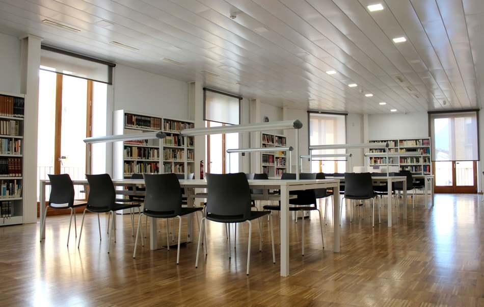 La Biblioteca Pública de Dénia amplía el horario de los sábados en época de exámenes