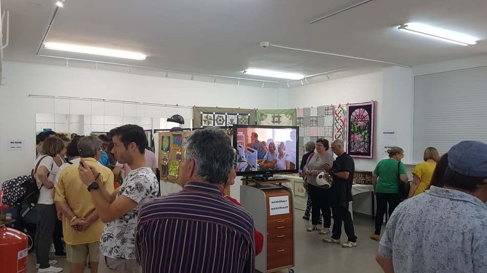 Apertura de la exposición de trabajos de los talleres plásticos de Dinàmics y Llunàtics