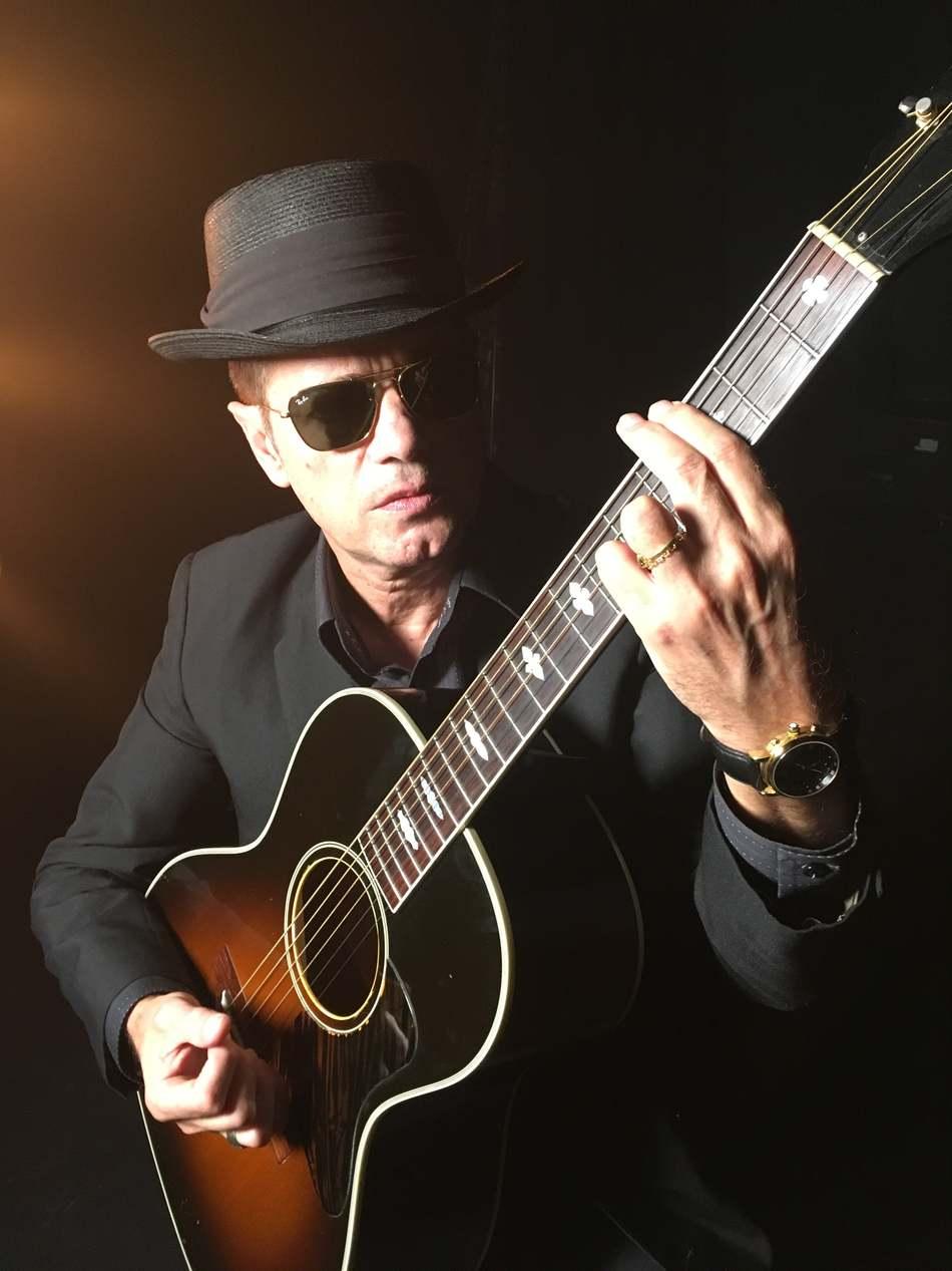 Juan Perro actua en el festival Música al Castell de Dénia el 19 de juliol