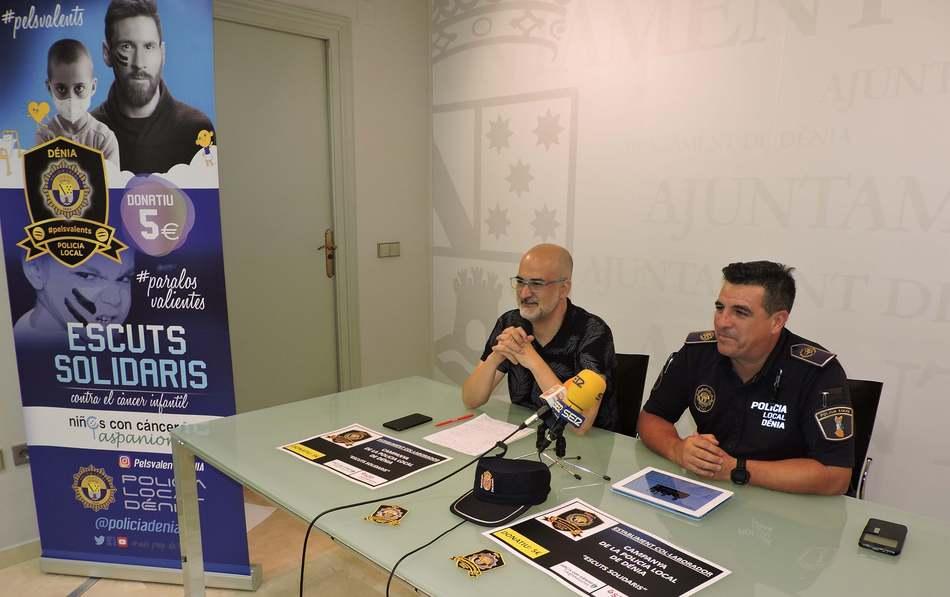 """La Policia Local de Dénia s'adhereix a la campanya """"Escuts solidaris"""" de lluita contra el cà..."""