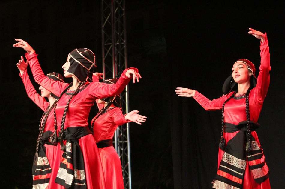 Cultura Dénia ompli les nits d'estiu de música, cinema, art i dansa