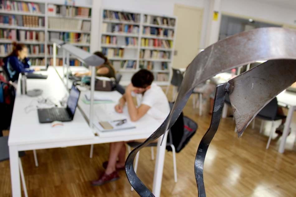 Jesús Martín-Lorente 'Chule' llena la Biblioteca de Dénia de esculturas que hablan de literatura