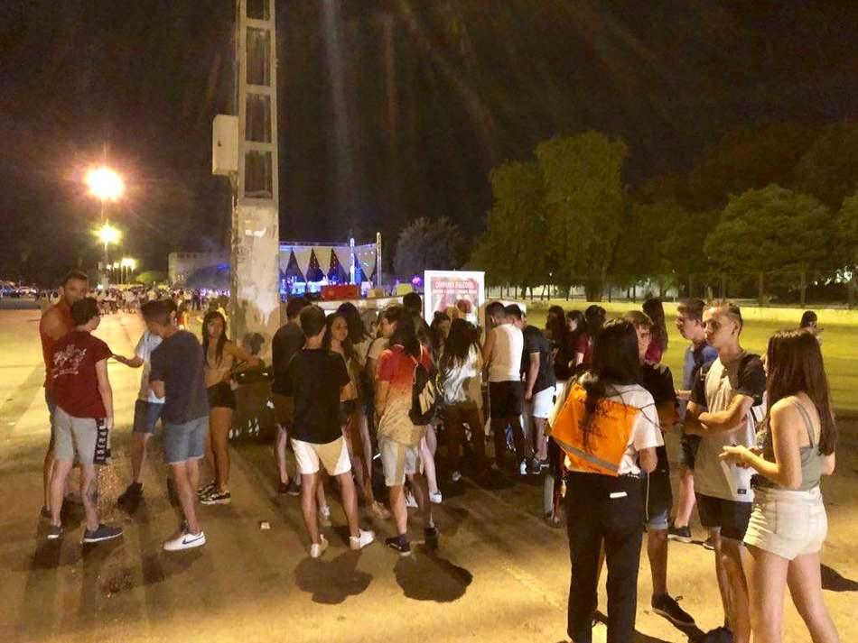 """Foto Més de 350 joves participen activament en la campanya 'Beus?? Mesura-ho!!"""" que Prevenció d'Addiccions ha desenvolupat durant la Festa Major"""