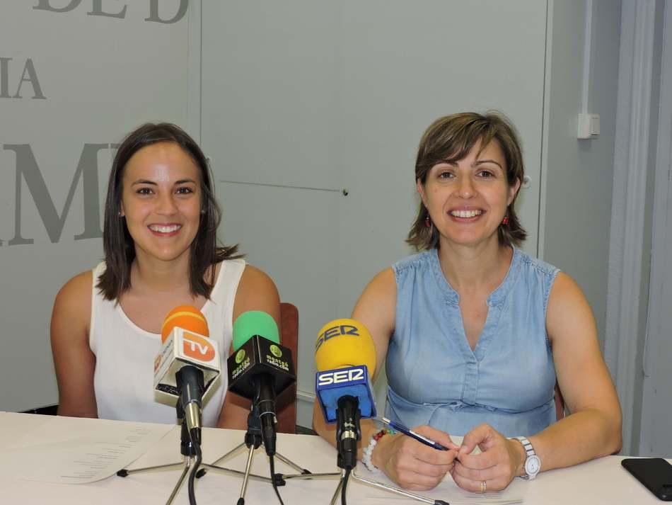 Foto Les regidores Melani Ivars i Maria Josep Ripoll