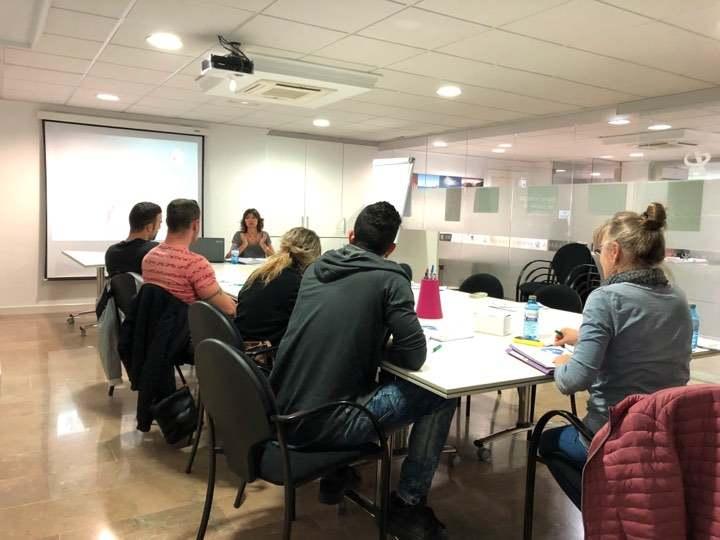 Vint professionals de l'hostaleria participen en els tallers formatius del programa Serv...