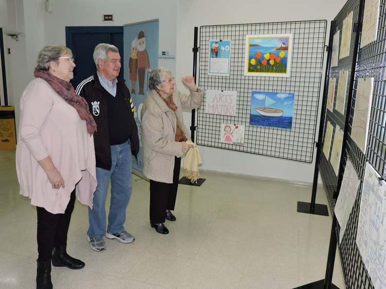 Foto Inauguración de la exposición de trabajos artísticos de los residentes de Santa Llúcia