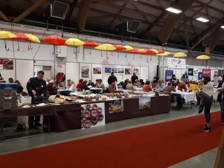 Foto Un grup de xefs mostra la cuina tradicional i innovadora de la Marina Alta en Bourg en Bresse (Fra