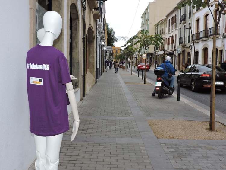Dénia coloca maniquíes en espacios públicos para visibilizar la lucha contra la violenc...