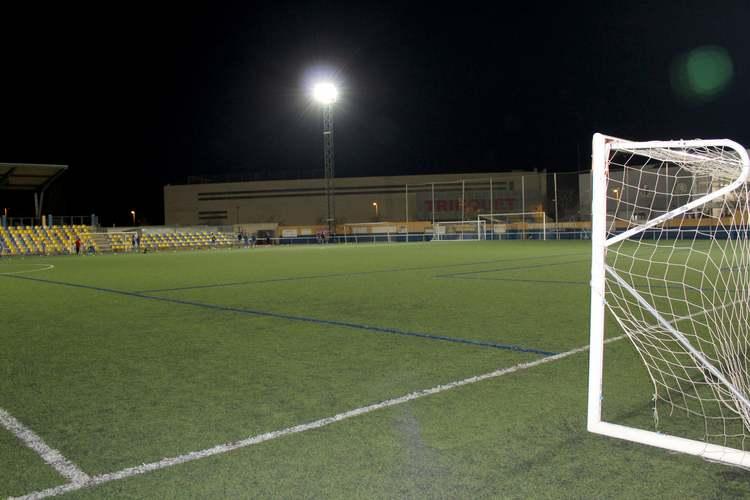 L'Ajuntament de Dénia licita la contractació del canvi de gespa del camp de futbol Diego Mena