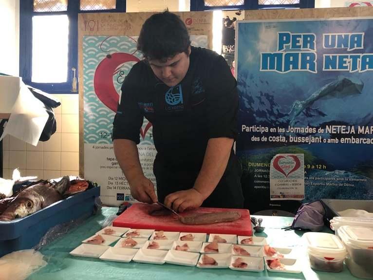 Héctor Nieto, cuiner de La Xerna de la Mar, sorprén amb tres maneres de preparar la cèrvia