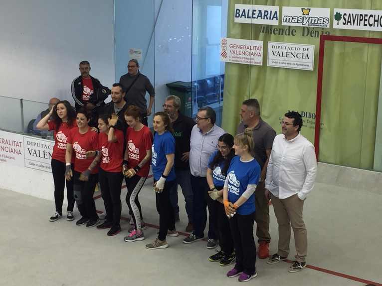 L'equip femení de raspall de Dénia debuta en el trinquet El Rovellet