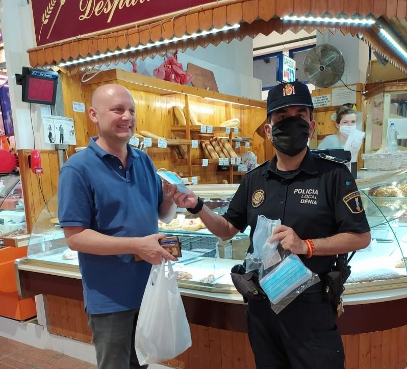 Campanya informativa de la Policia Local sobre l'ús obligatori de la mascareta