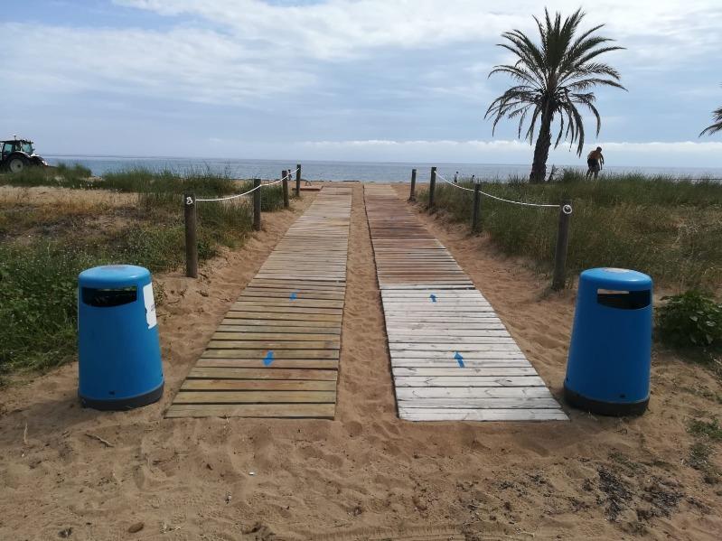 Foto Turisme CV concedeix huit banderes Qualitur a les platges de Dénia