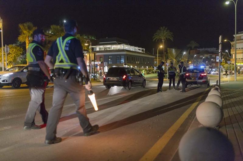 Dispositiu especial de la Policia Local de Dénia per a garantir la seguretat en els locals d...