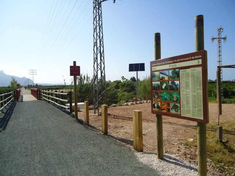 Foto El programa 'Activitats en família' estrena el nou curs amb una excursió per la Via Verda i ...