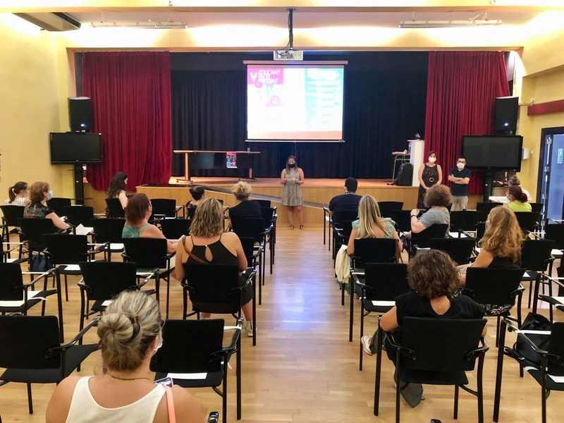 Foto Vora cinquanta persones participen en les xarrades del programa 'Educant en el present' de P...