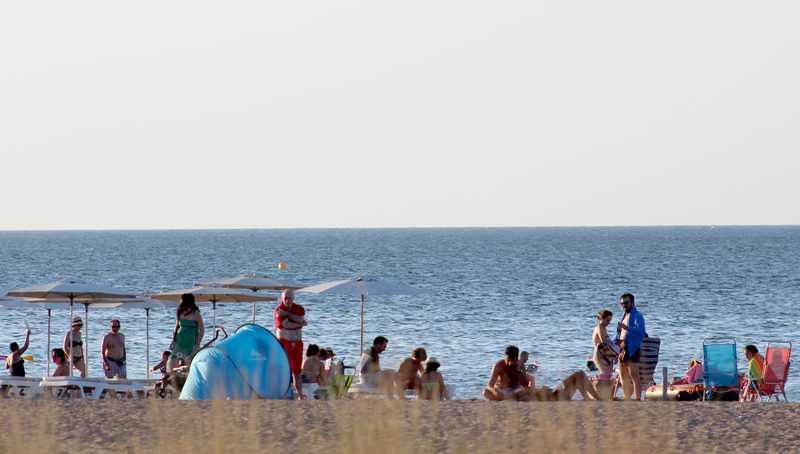 La Regidoria de Platges mantindrà l'ampliació temporal del servei de vigilància i socorrisme...