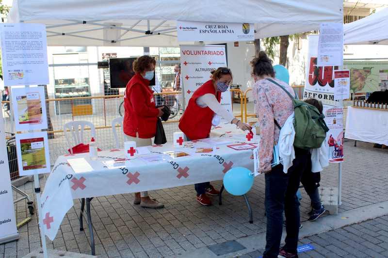 Fira d'Associacions al carrer de la Via