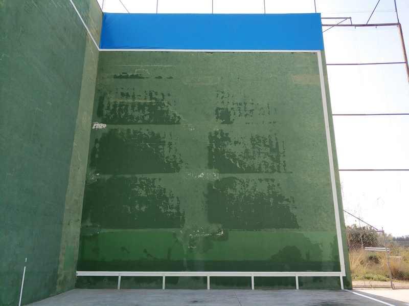 L'Ajuntament de Dénia adjudica les obres de reparació i millora de les pistes del frontó m...