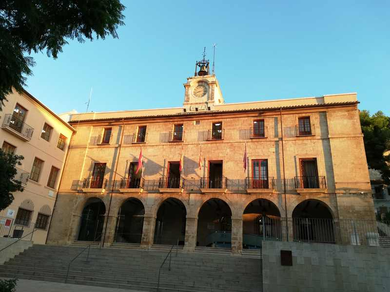 El Ajuntament de Dénia extiende la suspensión de todos los actos y actividades municipales h...