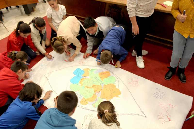 Foto L'Ajuntament de Dénia elabora un Pla Local d'Infància i Adolescència participatiu que ma...