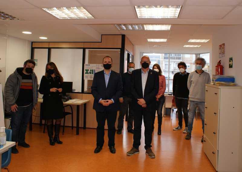 Foto El conseller Martínez Dalmau visita a Dénia la primera oficina d'habitatge de la xarxa X...