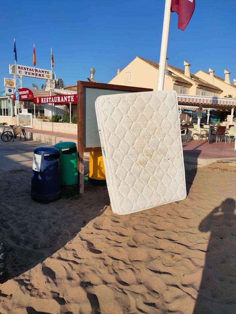 Rècord de residus no naturals en les platges durant la primera quinzena d'agost