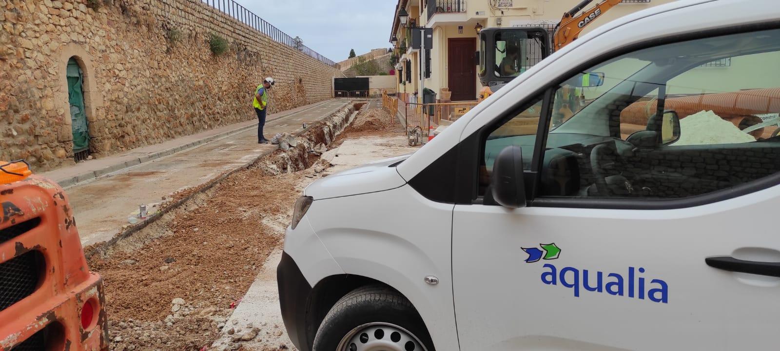 Comencen les obres de connexió a la xarxa de sanejament del carrer de Benicadim