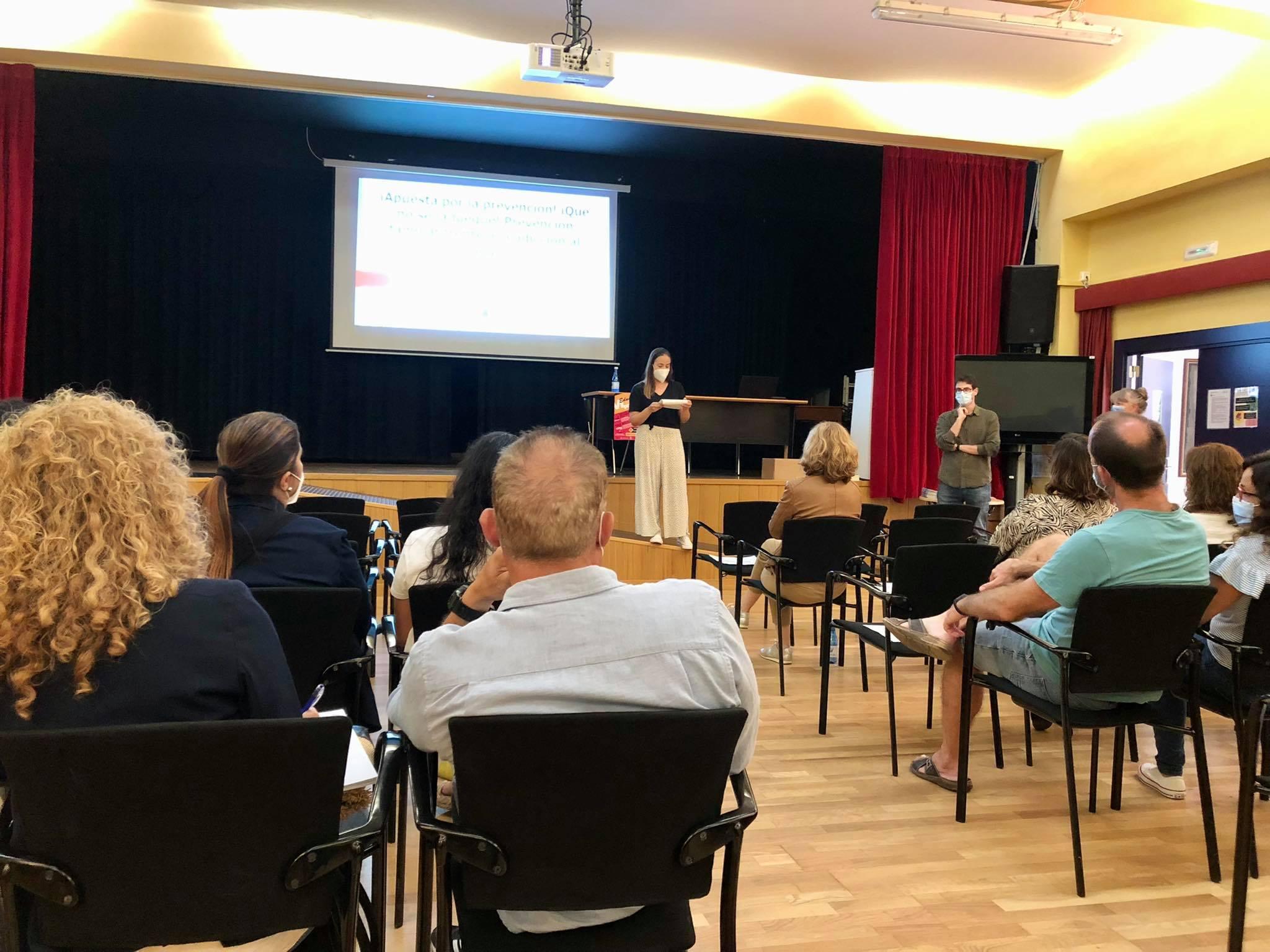 Unes 50 persones han participat en la nova edició de l'escola de pares i mares 'Educant en e...