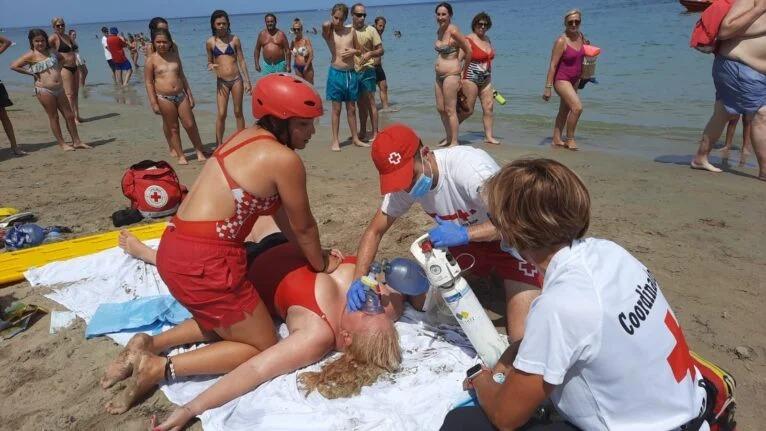 El servei de vigilància i socorrisme de Creu Roja a les platges de Dénia tanca l'estiu a...